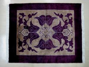 パキスタン絨毯仏前敷き ウール100%  蓮の華のデザインは幸福と繁栄